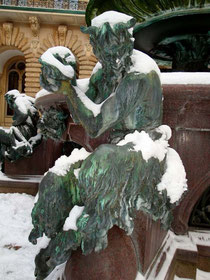 Abb.: Figur am Brunnen des Hamburger Rathauses.