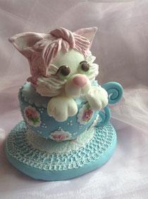 「ニャンコ IN Tea Cup」