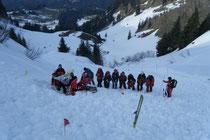 Sondier- und Bergemannschaft bei der Arbeit