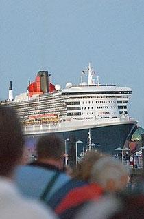 Queen Mary II im Hafen Hamburg - Foto: Christian Spahrbier