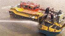London: Touristen springen nach Boot-Feuer ins Wasser