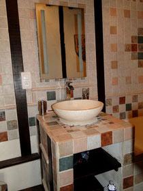 séjour insolite en famille a la forteresse féodale de Trennessus La Salle de bains de La Suite Châteleine