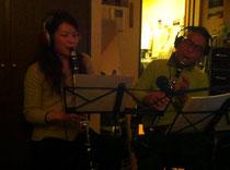 暗いですが、坂井瞳と演奏してるのです。