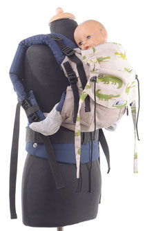 Huckepack Full Buckle, Babytrage mit Schnallen, Träger können am Hüftgurt oder am Panel befestigt werden.Individuell einstellbares, mitwachsendes Panel.