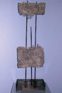 Mother and Child. 2004. Wire mesh, copper. 100 x 30 x 25cm. Owned by the artist. © Charles Rocco