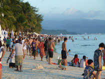 Holy Week in Boracay: you are not alone...