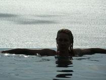 Einfach schön: Pool, View + Frau