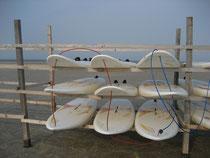 Wem das Rahmenprogramm nicht ausreicht, findet viele Wassersportmöglichkeiten am Hauptstrand