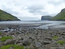 Tjørnuvík - Blick auf Risin und Kellingin