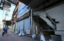 震災後、さらにシャッター通り化が進む中心商店街=石巻市立町