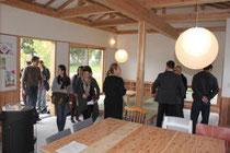 関係者に公開された「みんなの家」=仙台市宮城野区