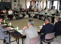 仙台市の復興ビジョン素案にさまざまな意見が出た座談会=21日午前、宮城野区役所