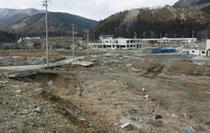 津波で壊滅し人口が激減した石巻市の旧雄勝町=2月24日、宇多川撮影