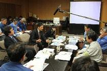 震災からの復興について各委員が提言した有識者懇談会の初会合=石巻市役所市長室