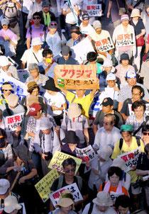 東京で行われた脱原発パレードには福島からの人も含めて6万人が参加した=19日午後3時56分、東京都渋谷区、樫山晃生撮影