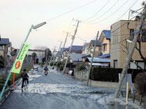 液状化被害を受けた習志野市袖ケ浦地区の住宅地(今年3月、同市提供)。復興計画策定に向け、官民協働の検討会議が設置された