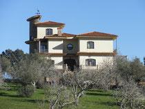 La casa vista desde Salvatierra de los Barros
