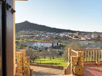 Salvatierra de los Barros en la falda de la Sierra, que esta coronada con el impresionante Castillo-Fortaleza.