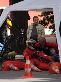 Da gehts lang. Florian mit Trainer Hr. Neumann und seinem Vater.