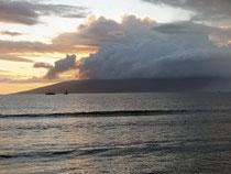 マウイ島からみえるラナイ島