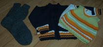 Socken und Pullover im Größenvergleich