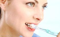 Zahnfleischbluten während der Schwangerschaft ist ein häufiges Symptom. (© Werner Heiber - Fotolia.com)