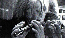 Karina Halstenberg mit ihrer Querflöte