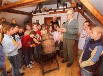 Schülerbesuche gehören zum Programm des Heimathauses (Fotos: WAZ, Archiv, R. Raffalski )