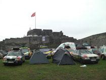 Fahrerlager auf der Burg Kars