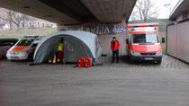Sanitätsdienstliche Absicherung mit Rettungswagen und Notarzt sowie Behandlungszelt bei einer Großveranstaltung in Dresden 2018
