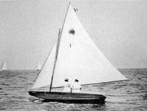 George Corry és felesége Poloskájuk fedélzetén. Fotó: Francis Sweisguth