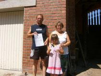 """Familie Jäger aus Plötzky erhielt vom NABU Sachsen-Anhalt die Auszeichung """"Schwalbenfreundliches Haus"""" (Foto: Jens Thesenvitz)"""