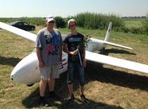 Christoph (rechts) mit Fluglehrer