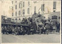 Le barricate nel quartiere di Niguarda a Milano il 24 aprile 1945
