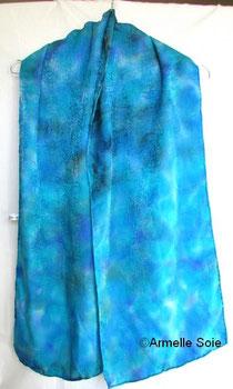 foulard, soie naturelle,carré, écharpe, grand carré, étole, Armelle Soie,peint main, roulotté main, bleu,fait, main, fabriqué en France, grande dimension,fait main en Bretagne,multicolore ,pastel,bleu
