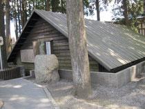 復元された三角兵舎