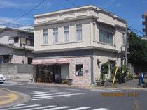 駅前の神戸屋パン店