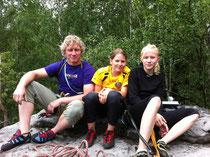Marie Herklotz (re.) mit unserem Trainer Stefan Göhler (li.), Mitte Lisa Funke