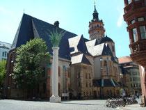 Leipzig Nikolaikirche mit Säule zur Friedlichen Revolution