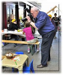 Kurt Kassel drückt für das tolle Foto im Marchanzeigerartikel ab
