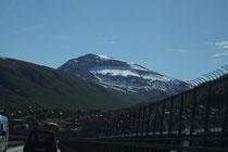 本土への橋から見たトロムス谷岳