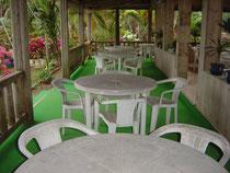 テーブル 13卓・収容人数 約52人