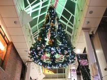 阿佐ヶ谷のパールセンターに飾られたクリスマスツリー