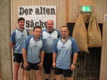 Die erfolgreiche Senioren- mannschaft des TTC Onyx nach ihrem 6:2 Finalsieg über den TSV Rethen