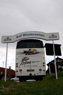 Wir fahren zwar mit dem Bus hin...