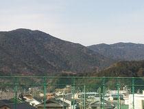 屋上からの山々