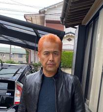オレンジ色の髪の毛。いろいろ遊んでいますね(^ ^)