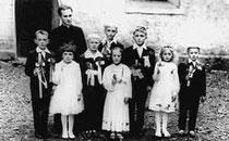 o. Kochan z dziećmi przystępującymi do pierwszej spowiedzi, lata 60