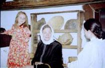 pani Olga Peregrym ogląda gospodarstwo filmowej wnuczki