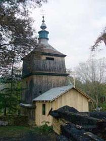Do ocalałej dzwonnicy dostawiono tymczasową cerkiewkę